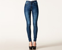 Skinny High Waist Jeans at Nelly